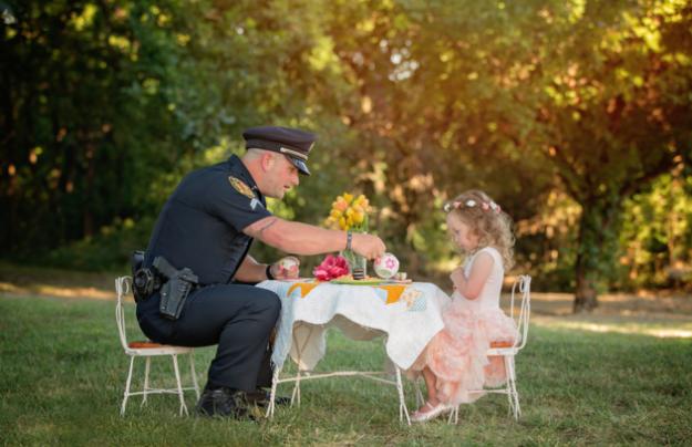 полицейский спас девочку