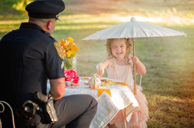 полицейский спас малышку