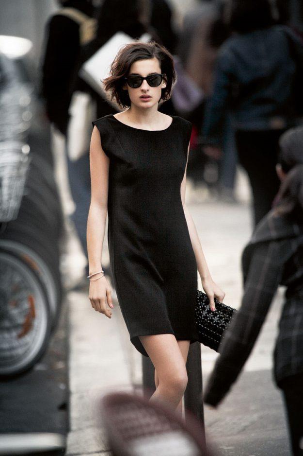 Большие черные очки парижанки носят практически в любую погоду и в любое время года