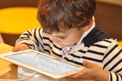 Что смотрят наши дети на YouTube? 5 самых популярных видеоблогов