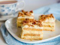 Вкуснейший торт из печенья и нежного крема, который вы сделаете за 20 минут