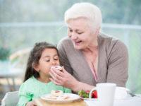 Как бороться с бабушками, которые портят детей