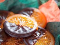 Красивый и очень вкусный десерт: карамелизированные апельсиновые кольца в горьком шоколаде