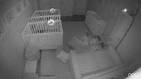 2-летние близнецы ночью, пока все спали, устроили пижамную вечеринку