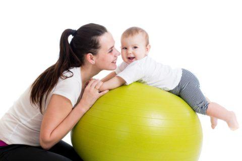 Фитбол для грудничков: веселая гимнастика и полезный массаж