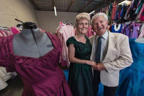 Он подарил своей жене 55 000 платьев за всю их совместную жизнь. Это любовь!