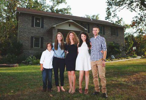 Одинокая мама 4-х детей построила для них шикарный дом, руководствуясь видео-уроками из Интернета