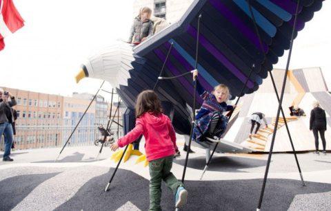 10 новых уникальных детских площадок, от которых детей невозможно оттащить