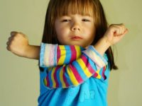 Ребенок злится. Как действовать родителям?