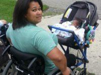 Школьник изобрел детскую коляску, с которой очень удобно гулять мамам-инвалидам