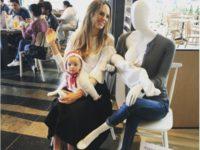 Мэр Колумбии распорядился расставить в торговых центрах манекены в поддержку кормящих мам