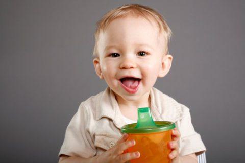 Почему детям до года нельзя пить сок