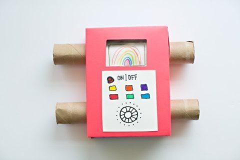 Как сделать картонную коробку-телевизор для просмотра детских рисунков