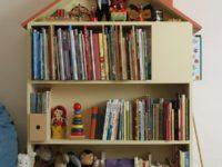 15 нестандартных идей для хранения детских книг