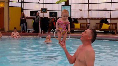 Физиотерапевт из Исландии показал миру чудо, научив стоять без опоры  4-месячных малышей