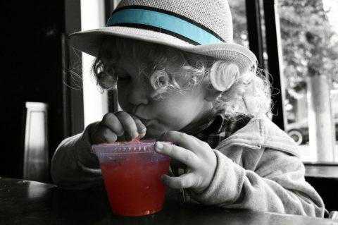 5 популярных напитков, которые нежелательны для детей