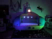 Папа своими руками сделал потрясающую кроватку – подводную лодку
