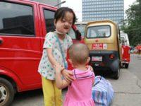 Совсем не детский поступок маленькой девочки во имя спасения сестры