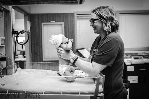 """Фотограф о послеродовой реальности: """"Нужно благодарить тех, кто помогает нам рожать"""""""