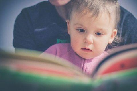 Нужно ли читать современным детям