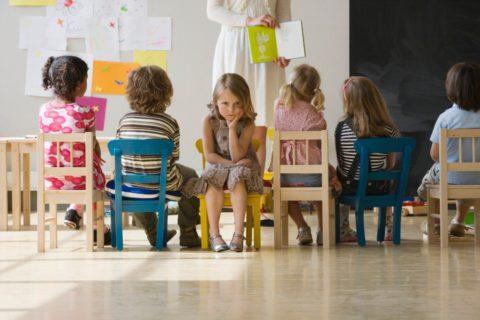 Как помочь ребенку наладить отношения со взрослыми, которые заботятся о нем