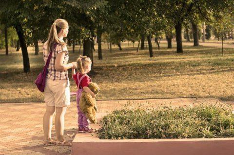 Одна за столиком в кафе: как одиночество поможет прийти в себя после рождения ребенка?