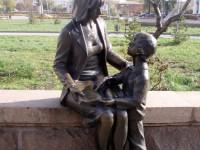 Памятники мамам со всего мира