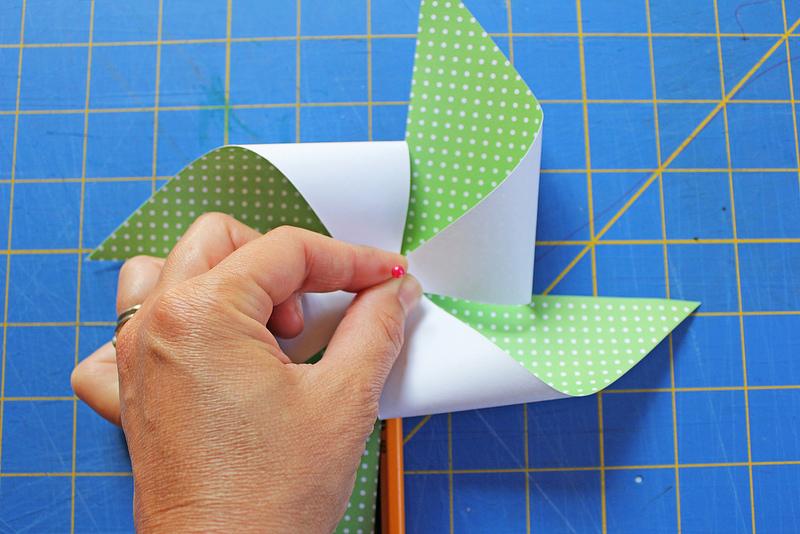 Бумажные ветряки своими руками 12