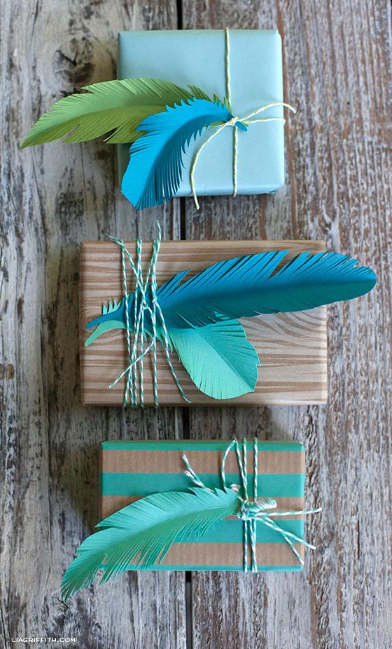 Делаем красивые бумажные перышки для украшения комнаты, подарков и для игры