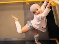 Удивительная любовь двухлетней девочки к танцам. Это — вся её жизнь