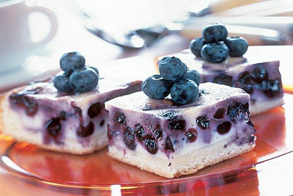 торт с ягодами и йогуртом