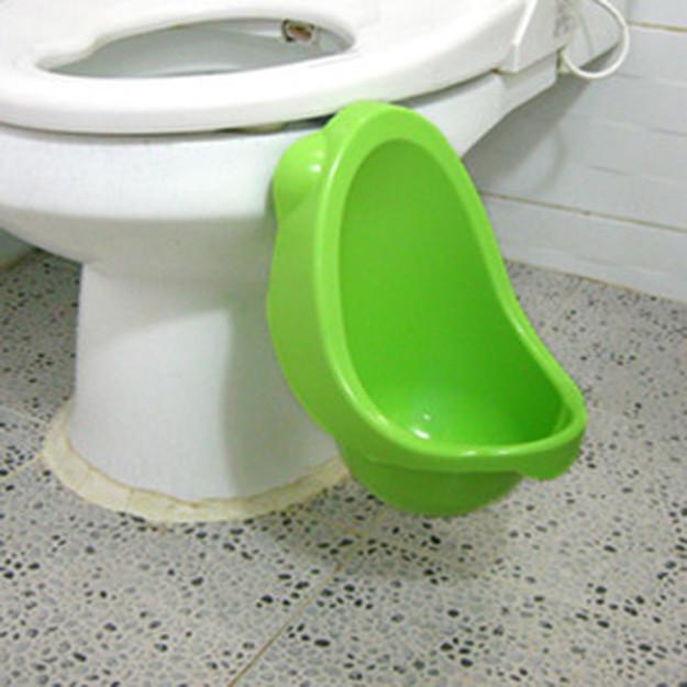 Горшок, который присоединен к унитазу. Таким образом и убирать удобно, и ребенок привыкнет ходить в туалет