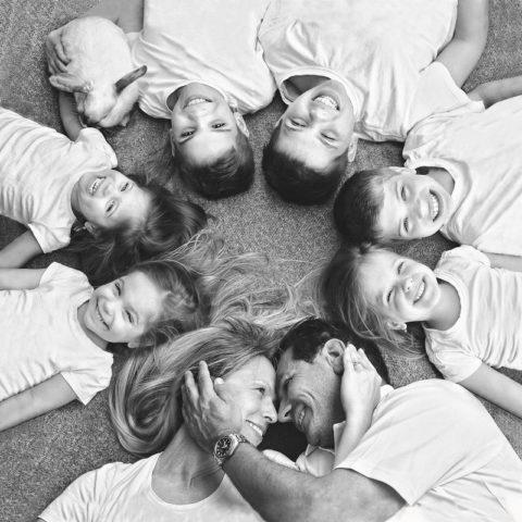 Мама шестерых детей создала солнечный милый фотоархив своих тройняшек
