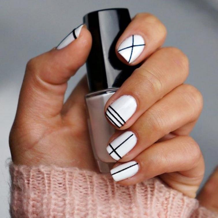 Маникюр на коротких ногтях черно-белый