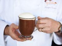 Как приготовить идеальный горячий шоколад. Рецепт от известного кондитера