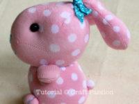 Мастер-класс в фотографиях: милый кролик из носка