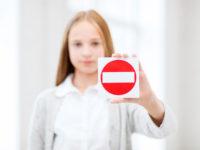 Чего стоит избегать в разговорах при детях