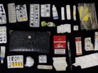 Интересный фотопроект: что находится в сумочках российских женщин?