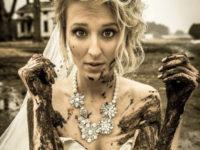 Новая фишка в свадебных фотографиях, или Убить платье невесты