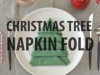 Идея для новогодней сервировки стола: елочки из салфеток