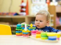 Монтессори дома: какие игрушки нужны ребенку от 6 месяцев до года