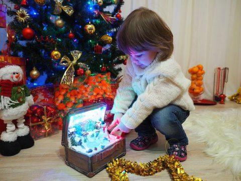 Новогодние песни: караоке для детей