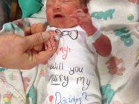 Новорожденный помог папе сделать предложение руки и сердца новоиспеченной мамочке