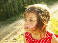 Как отучить ребенка от нытья