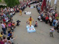 Испанский фестиваль, на котором устраивают прыжки над лежащими младенцами. С ума сойти