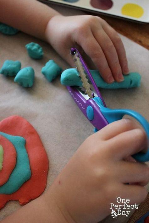 Учимся вырезать ножницами: 10 занятий для ребенка